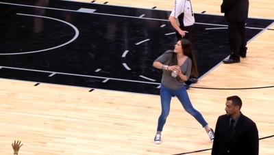 NBA》籃球正妹超強臂力 美國網友嚇壞了(影音)
