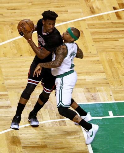 NBA》球鞋、頭帶換黑色 矮湯下半場找回手感
