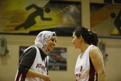 籃球》終於從善如流 FIBA新規允球員戴頭巾出賽