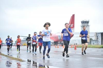 跑出基地魅力 航空城吸引近5千跑者重拾「一把青」感動