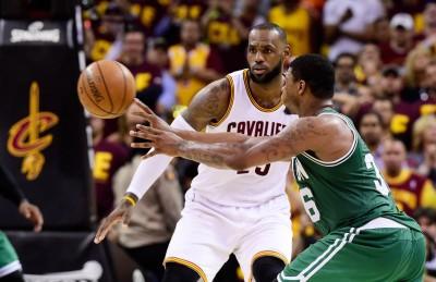 NBA》騎士遭逆轉 巴克利批:詹姆斯不在狀況內、不尊重對手