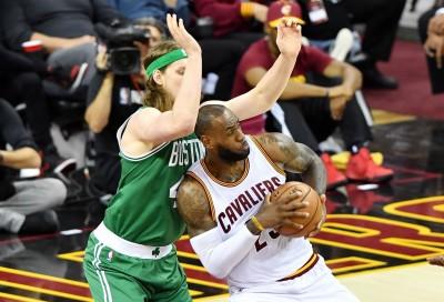 NBA》塞爾提克下半場大爆走 絕殺三分球逆轉退騎士