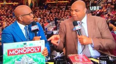 NBA》前一場無聊到打牌 巴克利今賽前搞笑挑選遊戲