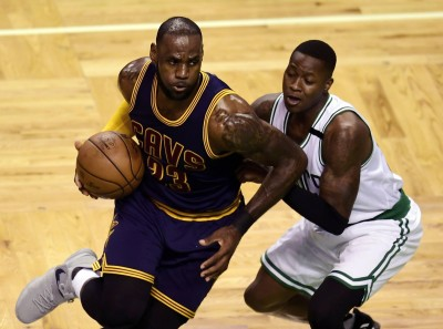 NBA》超越籃球之神!詹皇生涯季後賽得分史上第1(影音)