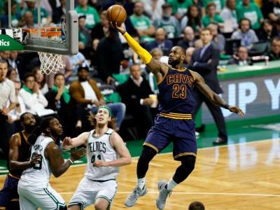 NBA》詹皇這次上籃 騎士板凳席都瘋了(影音)