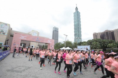 路跑》萬人女子盛事Mizuno路跑 台北街頭粉紅閃耀