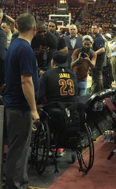 NBA》暖男無誤!詹姆斯完成19歲癌末球迷死前心願
