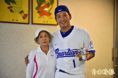 中職》二十多年不見 林哲瑄和奶媽重逢