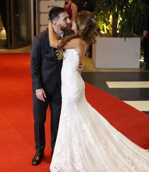 梅西結婚了! 回到家鄉迎娶青梅竹馬