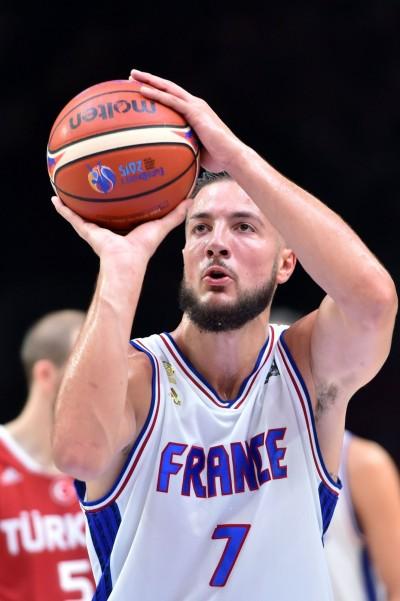 NBA》馬刺補禁區長人 與法國中鋒洛維涅簽2年約
