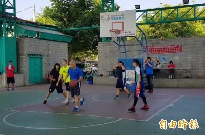台南佳里青春盃3對3籃球賽 分局長也下場鬥牛