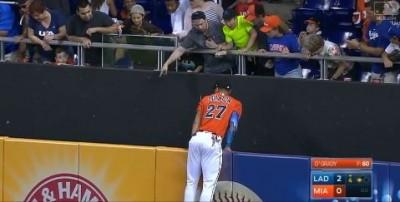 MLB》美技守備好犧牲 史坦頓拚到連手套都沒了(影音)