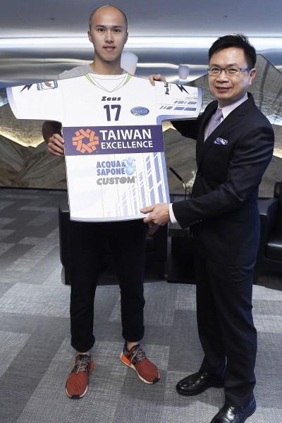 黃培閎義超聯戰袍 球迷:「史上最想買球衣」