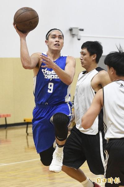 籃球》世大運台灣隊大勝璞園 Q戴維斯技癢想上陣