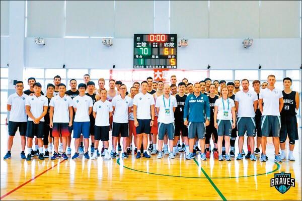 世大運》匈牙利男籃練兵 贏了金酒輸富邦