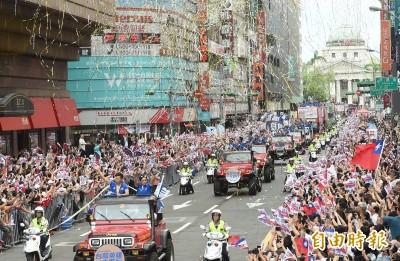 世大運》台灣英雄大遊行!民眾熱情夾道歡迎(圖集)