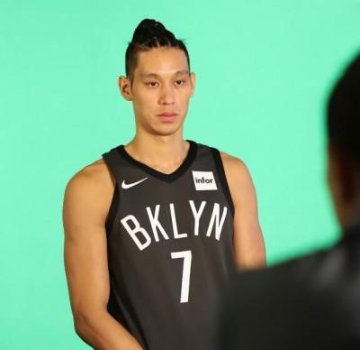 NBA》籃網貼出側拍 林書豪拍定裝照超正經