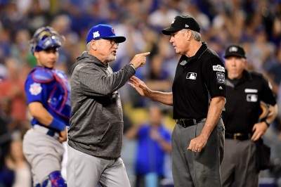 MLB》道奇關鍵改判搶分 小熊梅登一對三抗議遭驅逐(影音)