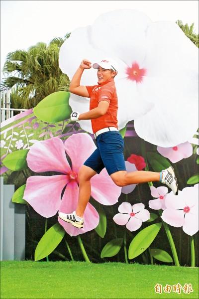 裙襬搖搖》球洞3D背板 「花」現台灣之美