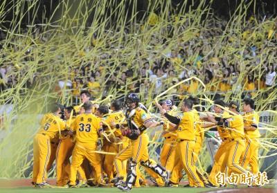 中職》2010年兄弟封王  如今只剩黃衫4老臣打季後賽