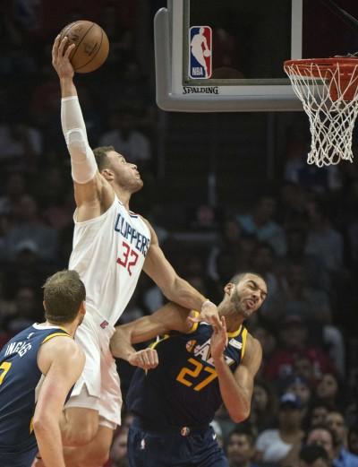 NBA》幹籃哥霸氣爆扣    「法國巨塔」淪為背景(影音)