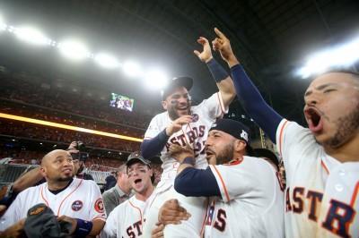 MLB》太空人升空奪首冠 球團執行選擇權續留阿土伯