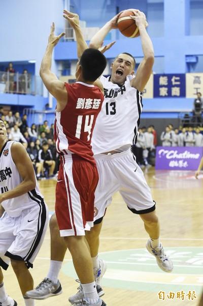 HBL》泰山高中譚傑龍賣高狂抓19籃板 私下還看影片學技術