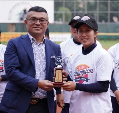 壘球》企業女壘冠軍出爐 嘉南鷹二連霸