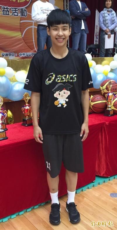 世大運女籃陳晏宇、黃湘婷 超意外女籃入選菁英獎最佳運動團隊