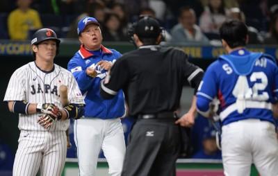 亞冠賽》南韓一壘手神反應 讓對手短打變雙殺(影音)