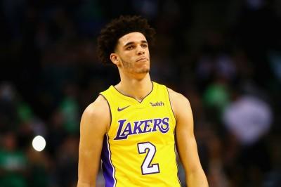 NBA》球哥轉身離開沒挺隊友 總教練:隊上有人去找他談了