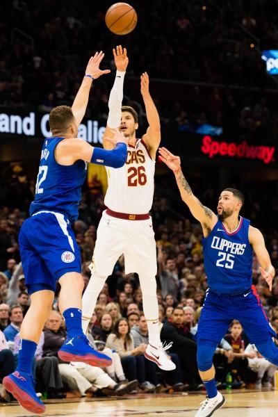 NBA》柯佛關建時刻不手軟 詹皇:他就像雷槍