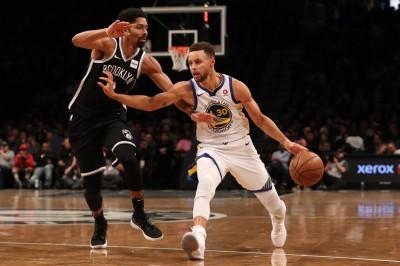 NBA》浪花兄弟合砍62分   勇士驚濤駭浪中驚險籃網