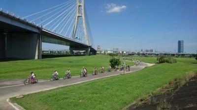新北河濱耶誕慶 歡迎大小朋友騎單車享受美麗風景
