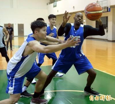 世界盃資格賽》「澳客」踢館 台灣用速度對抗長人陣