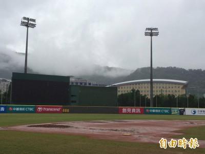 黑豹旗4強賽場地濕滑 下午1時30分決定是否開打