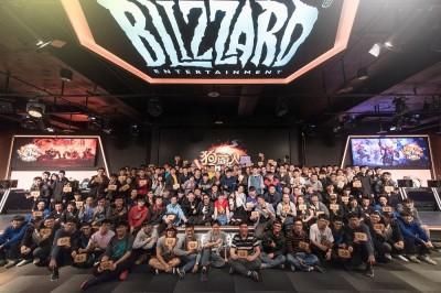 爐石戰記》暴雪舉辦改版上市派對 百位玩家熱情湧入電競館