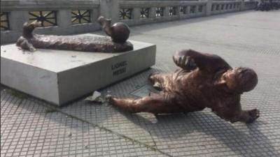 足球》有何深仇大恨? 梅西雕像一年內兩度遭破壞