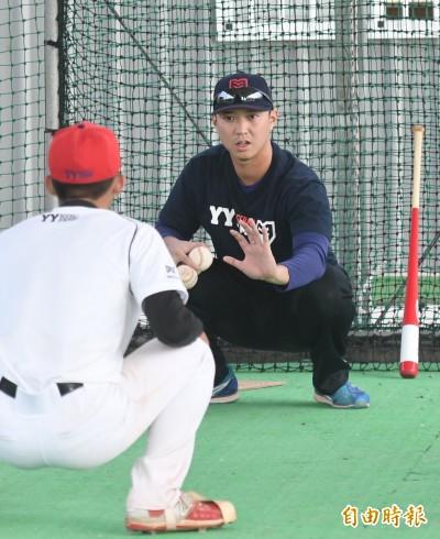 棒球》接球功力很重要 林宥穎:基層應要有捕手教練