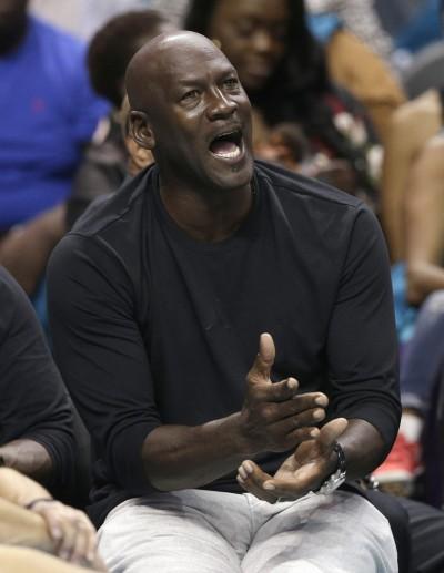 NBA》黃蜂戰績慘烈 老闆喬丹親自找球員談話