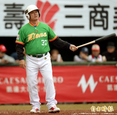 傳奇公益賽》陳政賢太久沒打球 練打一球就頭暈
