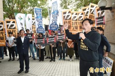 黃國昌率體改團體抗議 副署長回應哭笑不得