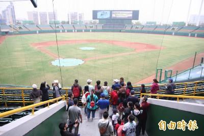 澄清湖球場舉辦文化之旅 上百民眾參加