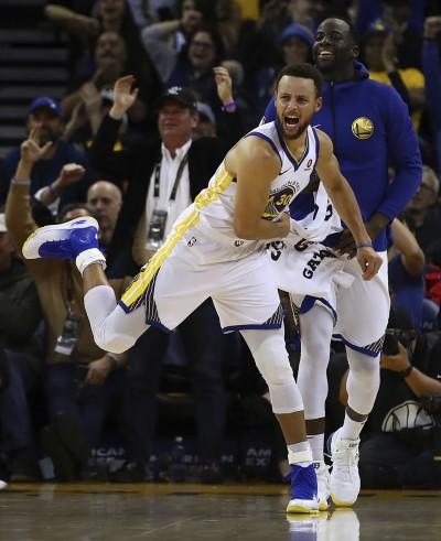 NBA》萌神柯瑞腳扭傷 明天是否出戰仍未知