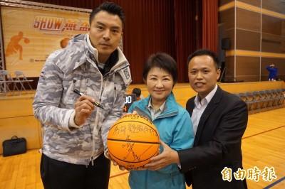 盧秀燕辦籃球賽 台灣飛人陳信安力挺