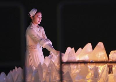 冬奧開幕式》南北韓持統一旗進場 滑冰女王金妍兒點燃聖火(圖輯)