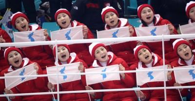 冬奧》北韓美女啦啦隊吸晴 為兩韓女子冰球聯隊加油(圖輯)