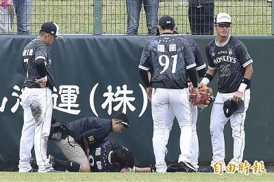 棒球》詹帥撞牆沒事啦 還被李杜軒「虧」