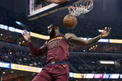 NBA》詹皇再繳大三元  率騎士23分痛宰灰熊