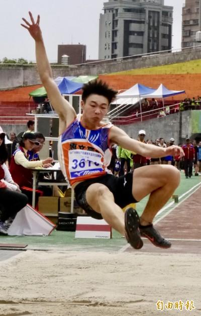 田徑新希望 高二文華佑刷新高懸32年全國U18紀錄
